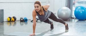 睡前拉伸筋骨的减肥动作